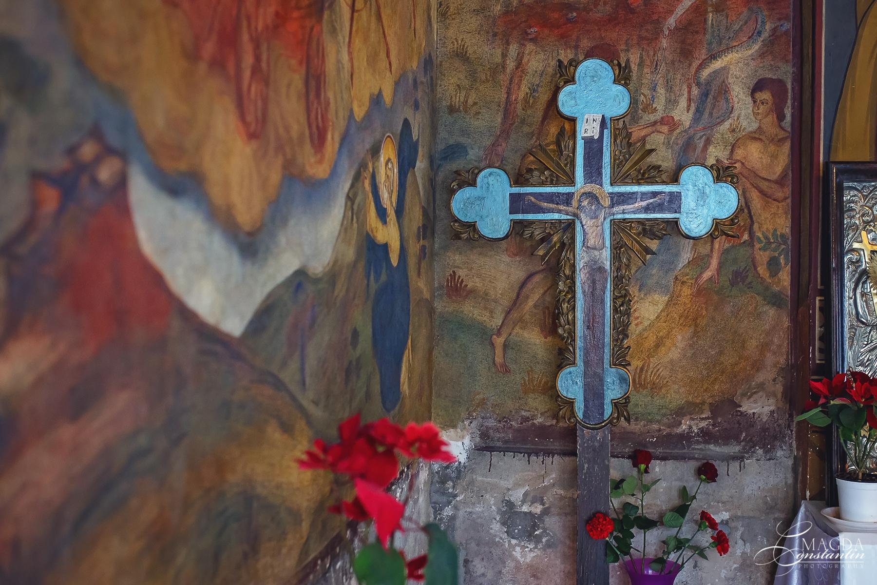 Fotograf la botezul mariei biserica detaliu perete