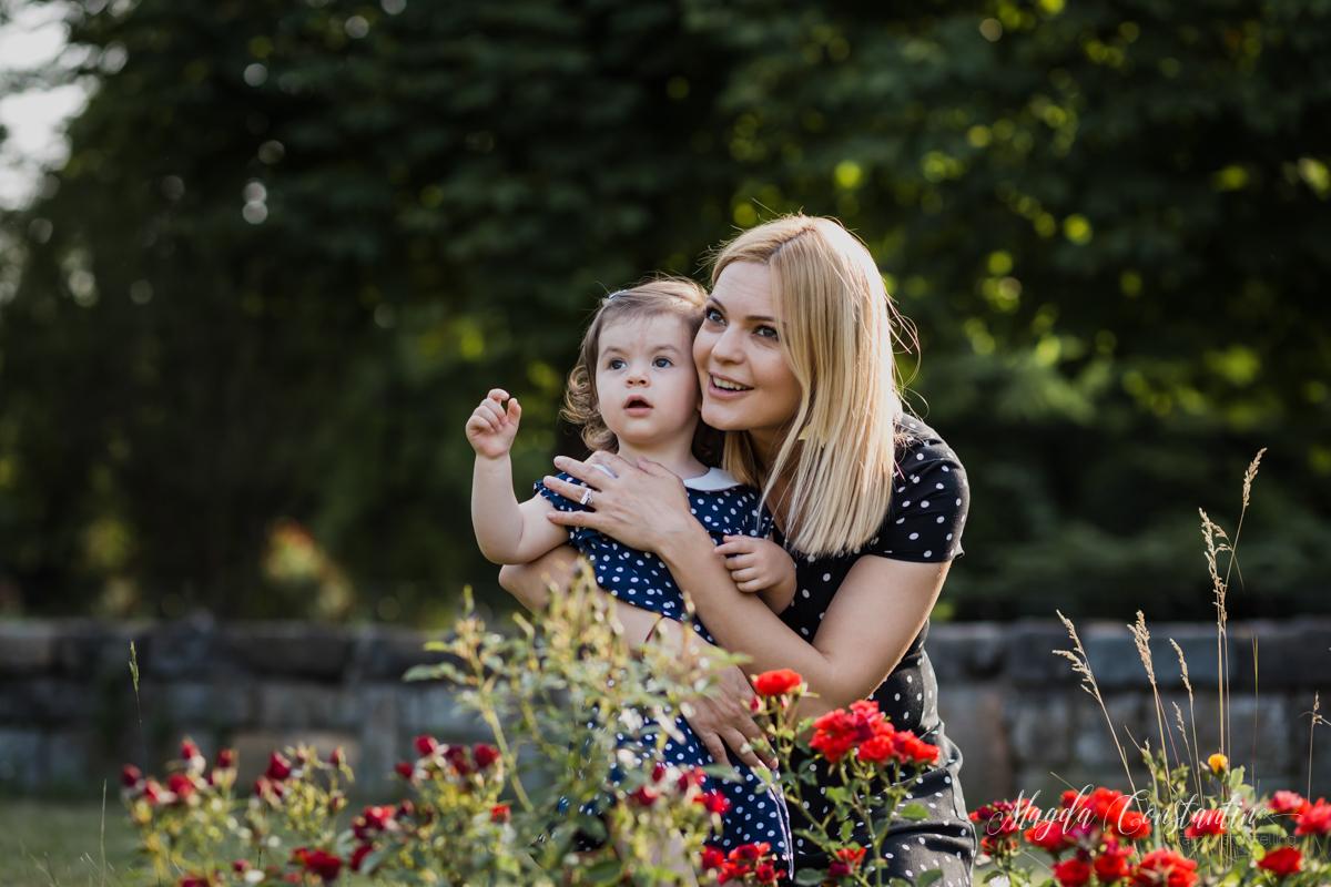 Sedinta foto de maternitate, familie, in natura Bucuresti, Lavinia cu Klara in brate - 11