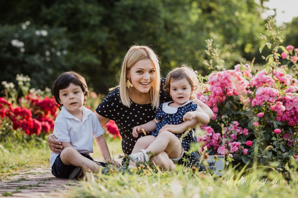 Sedinta foto cu burtica in natura, lifestyle si familie, in Bucuresti, mami cu cei doi frati mai mari, cu lavinia - 6