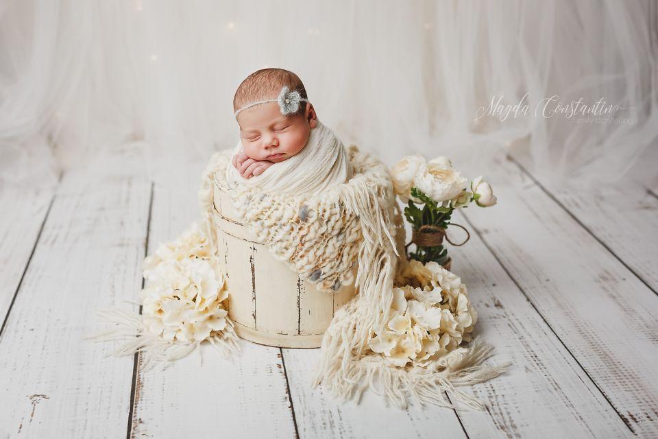 fotografie bebelus in galeata