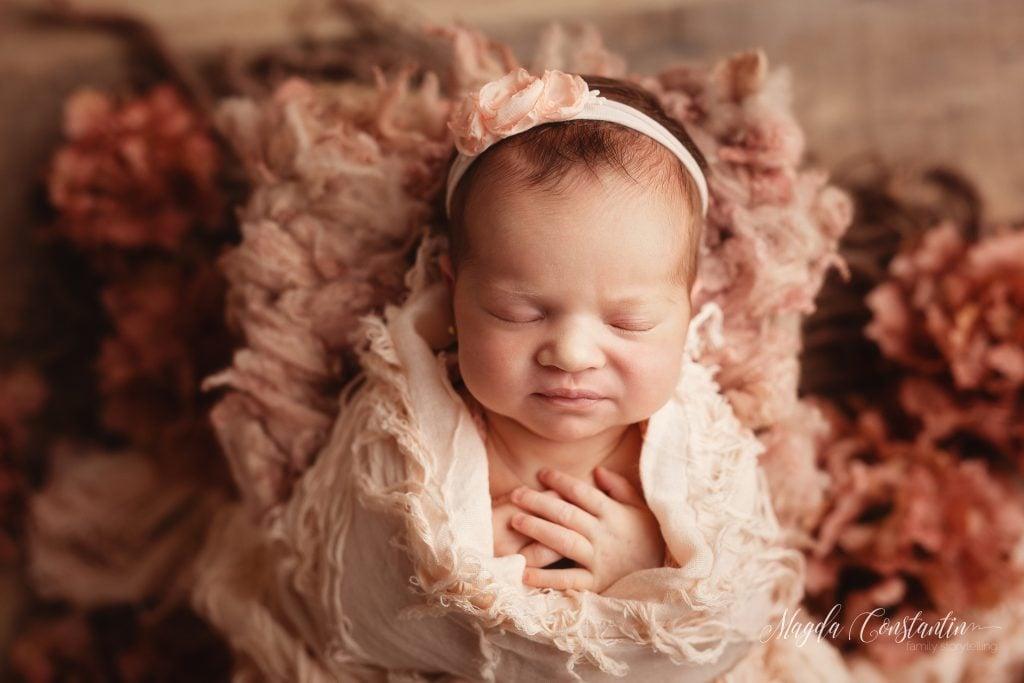 Sedinta foto de nou nascut fetita